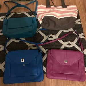 Thirty-one purses and tote